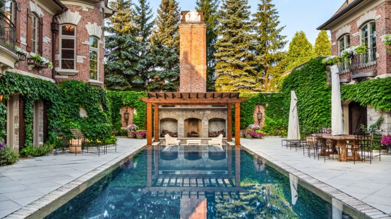 alfresco living 6 homes with outdoor fireplaces and firepits